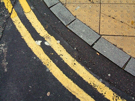 Double yellow lines and kerb. Photo by Dominic Alves.