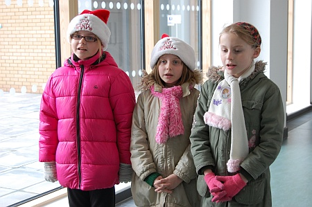 Children from Callicroft Primary School sing Christmas carols