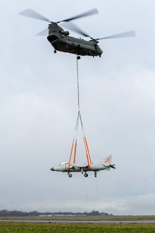 Photo of an RAF Chinook airlifts a Sea Harrier 'jump jet'.